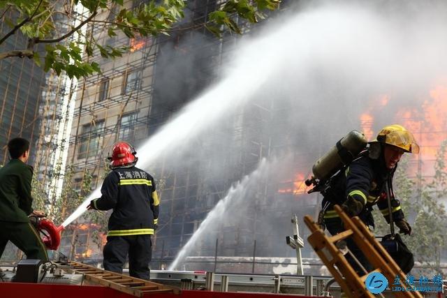 高层住宅发生火灾时,选择往哪里跑才能保命?专家:掌握这2点