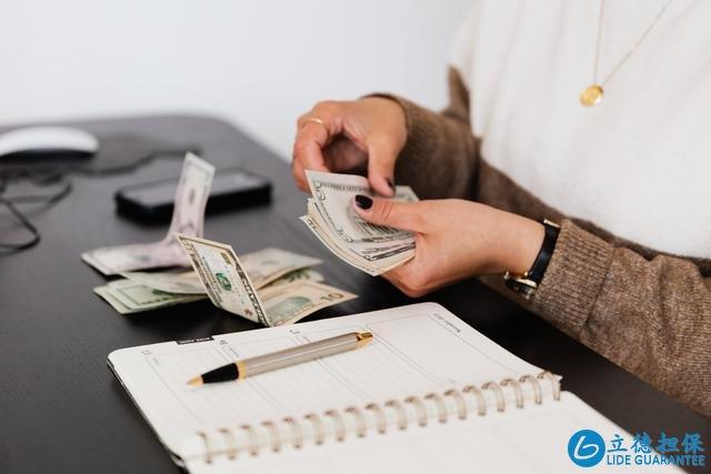 买房,开发商希望你一次性付款,专家却建议你选择贷款